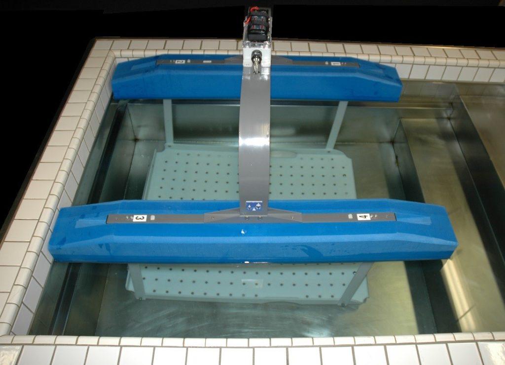 Zero the empty weighing platform in the water.
